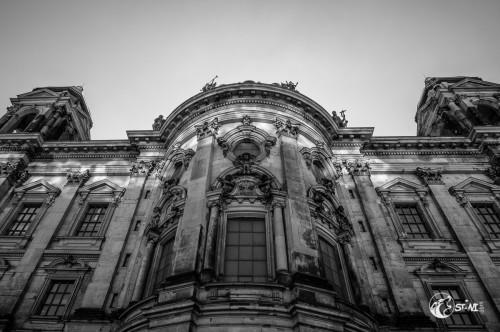 Berliner Dom von der Spree aus.